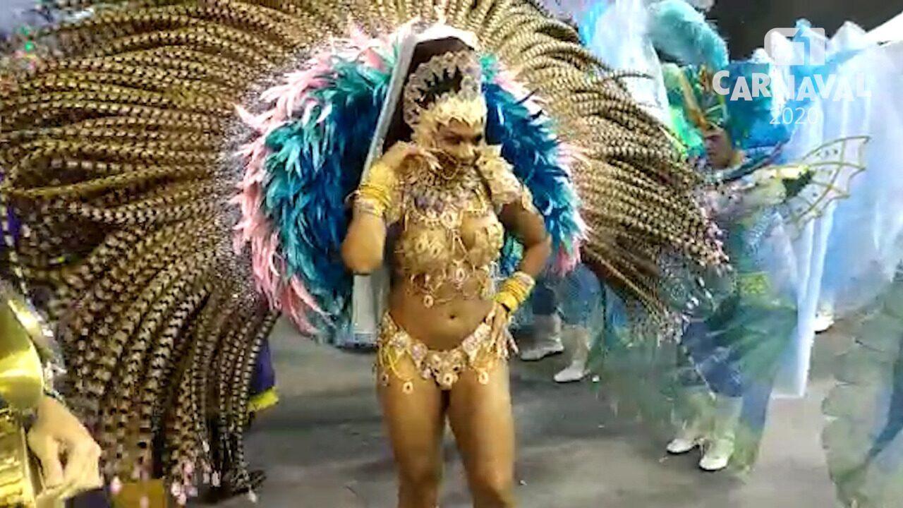 Valeska Reis mostra samba no pé em desfile da Império de Casa Verde