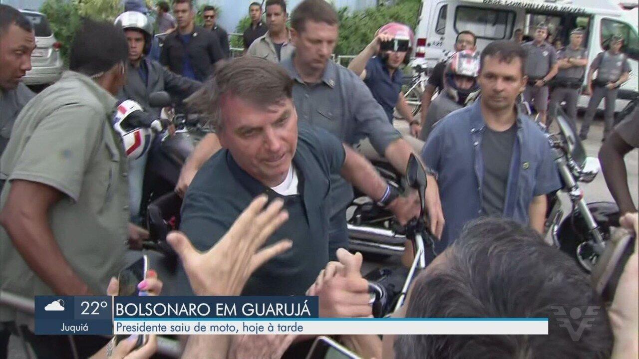 Bolsonaro sai do Forte dos Andradas e passeia de moto por Guarujá