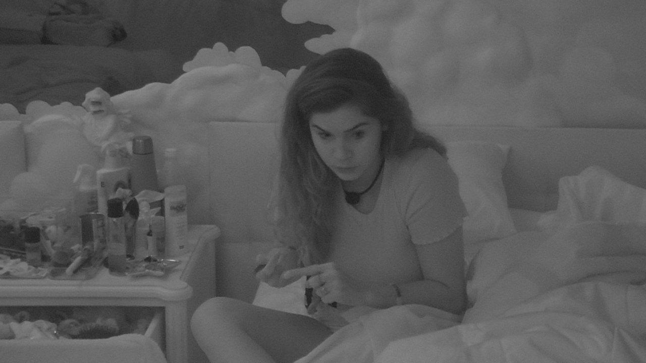 Gizelly diz que Marcela está ficando muito tempo com Daniel: 'Iria dizer que é ciúmes'
