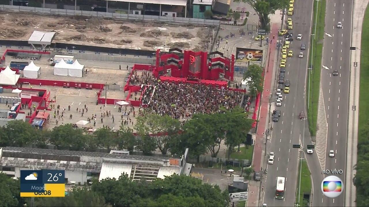 Globocop mostra festa rolando durante a manhã da quarta-feira de cinzas
