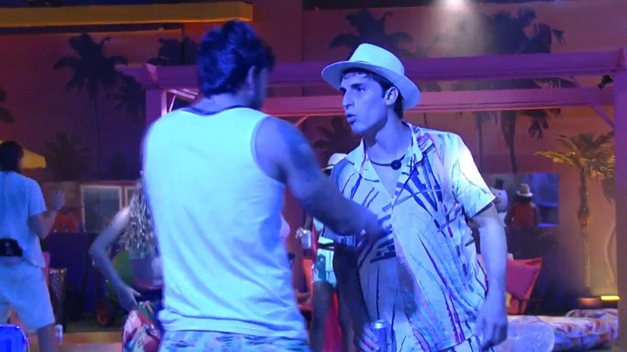 Felipe se irrita com Pyong, e Guilherme pede calma: 'Ele vai se queimar sozinho'