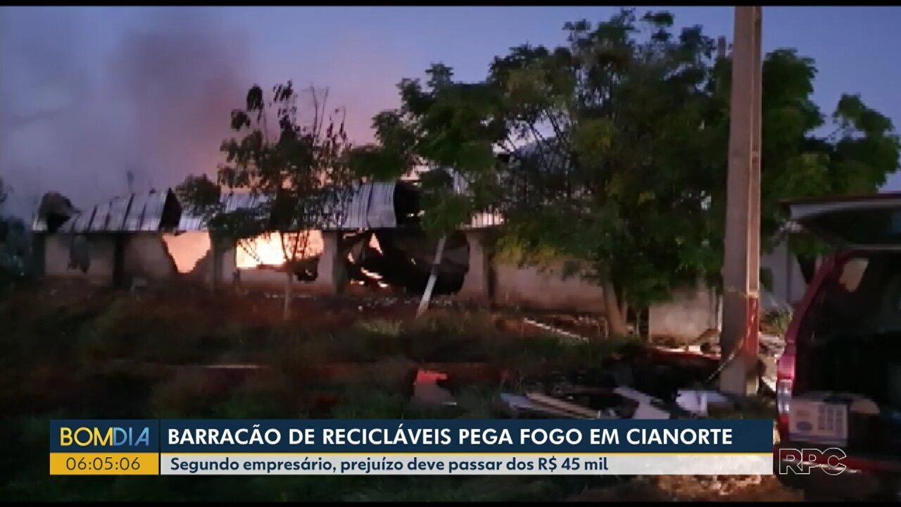 Barracão de recicláveis pega fogo em Cianorte