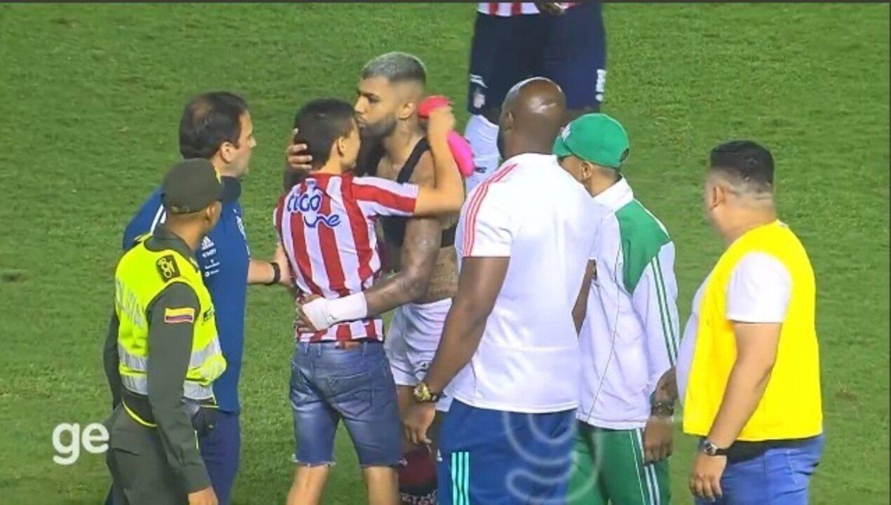 Ídolo das crianças! Gabigol faz sucesso com torcedores do Flamengo e dos rivais