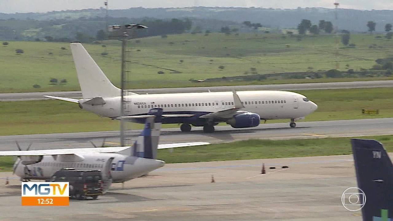 Mais um voo fretado com brasileiros deportados dos EUA deve chegar a BH nesta segunda-feira
