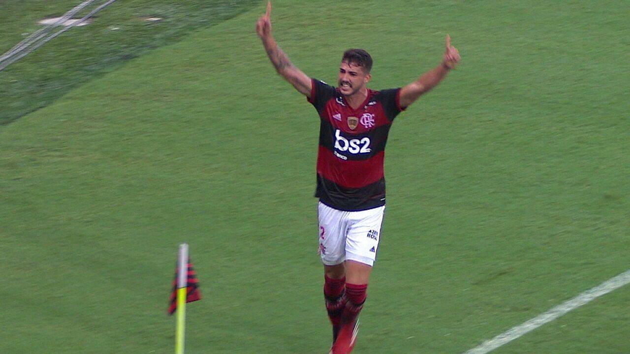 Gol do Flamengo! Éverton Ribeiro levanta na área e Gustavo Henrique completa de cabeça, aos 37 do 1º