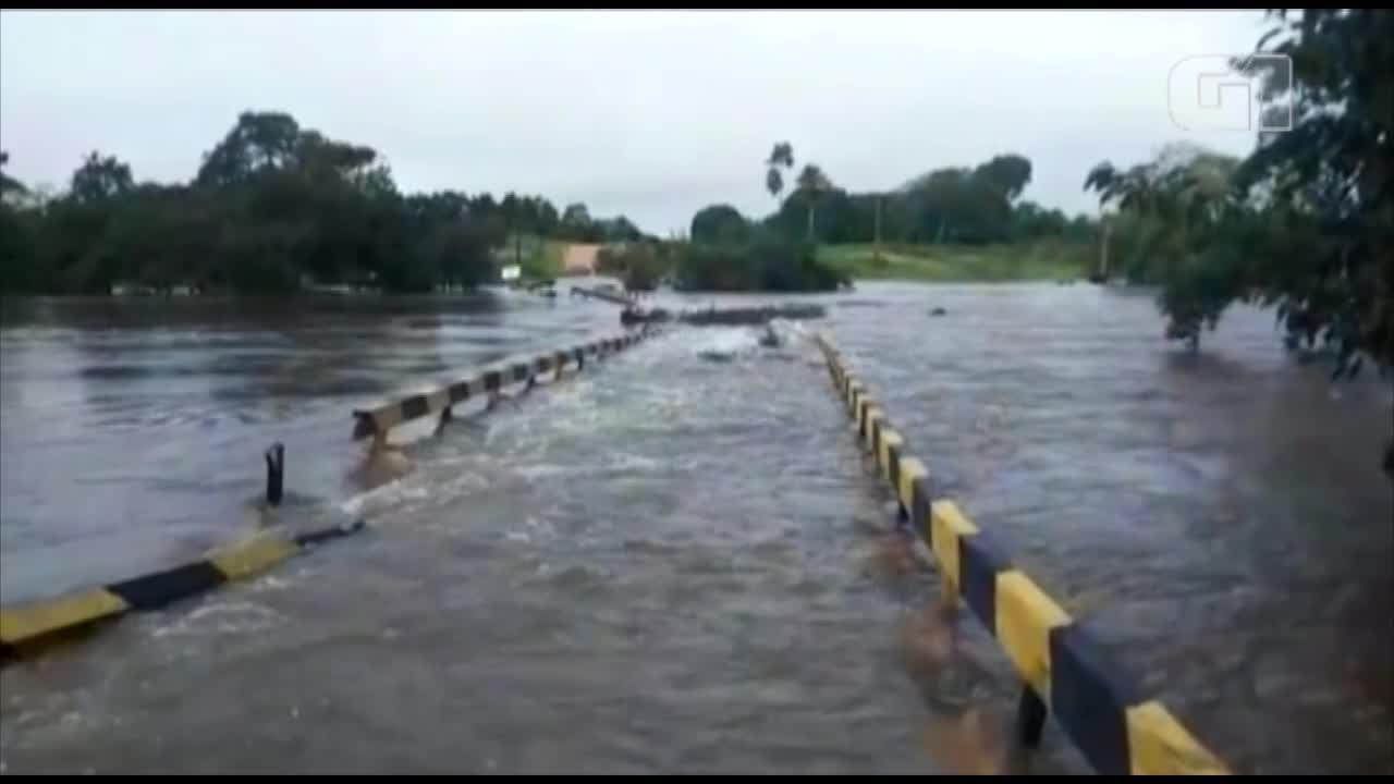 Ponte na PA-253 é levada pela correnteza do rio Guamá em Capitão Poço, nordeste do Pará