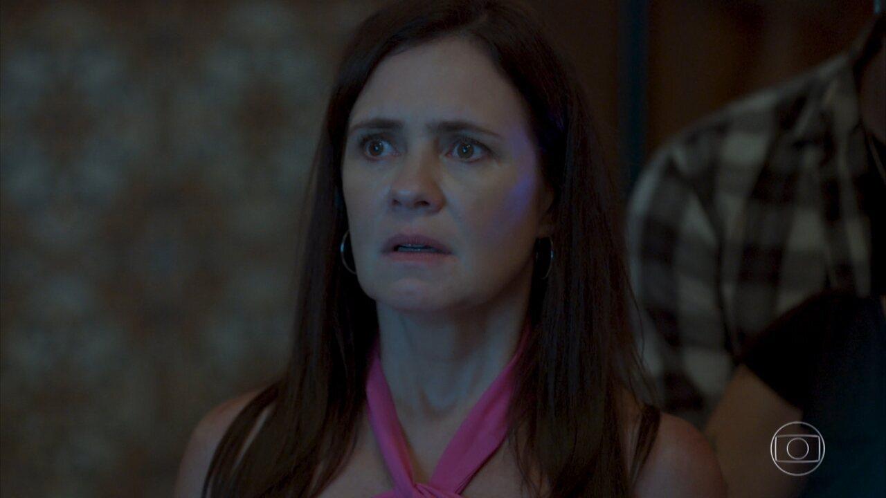 Foto de Domênico aparece na surpresa para Lurdes e Thelma reconhece Danilo