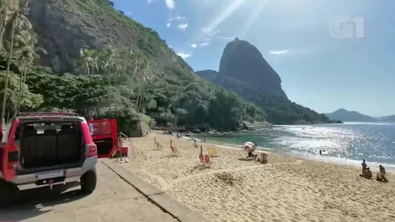 Bombeiros do RJ percorrem orla com mensagem para evitar aglomerações