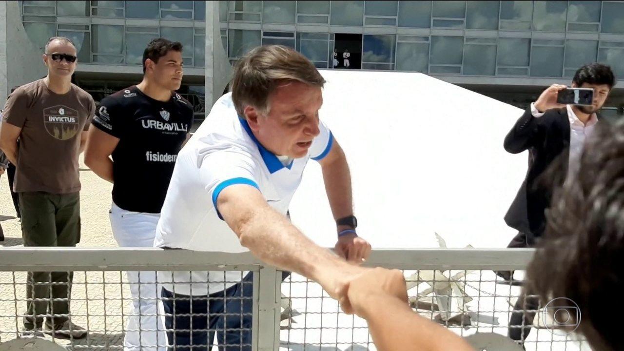 Bolsonaro descumpre orientação mundial sobre prevenção do coronavírus e provoca críticas