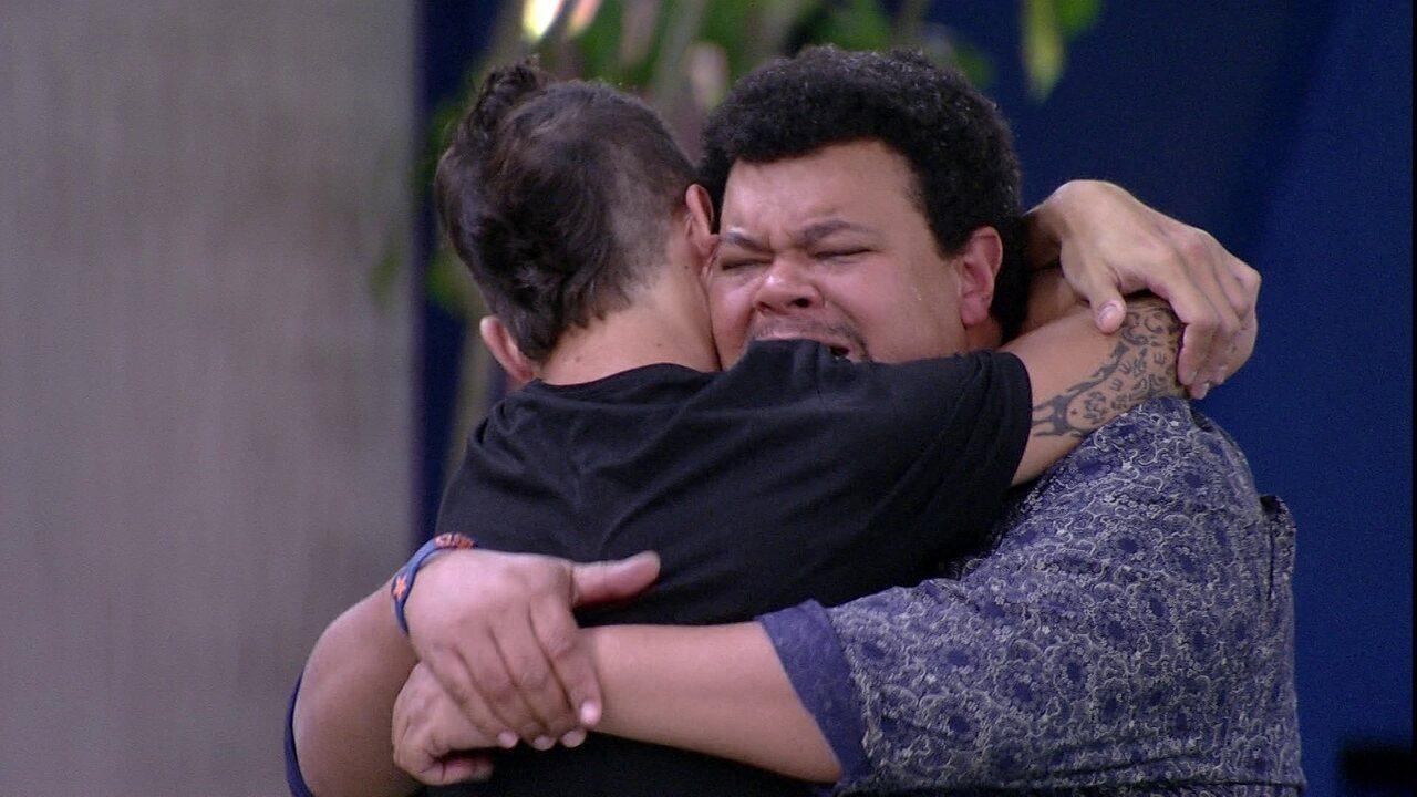 Após eliminação de Pyong, Felipe abraça Babu e diz: 'Estava com muito medo de você sair'