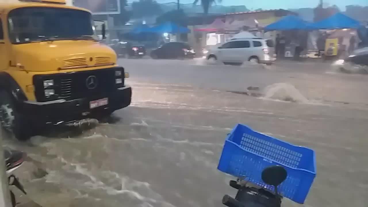 Chuva no bairro Boa Vista, em Caruaru
