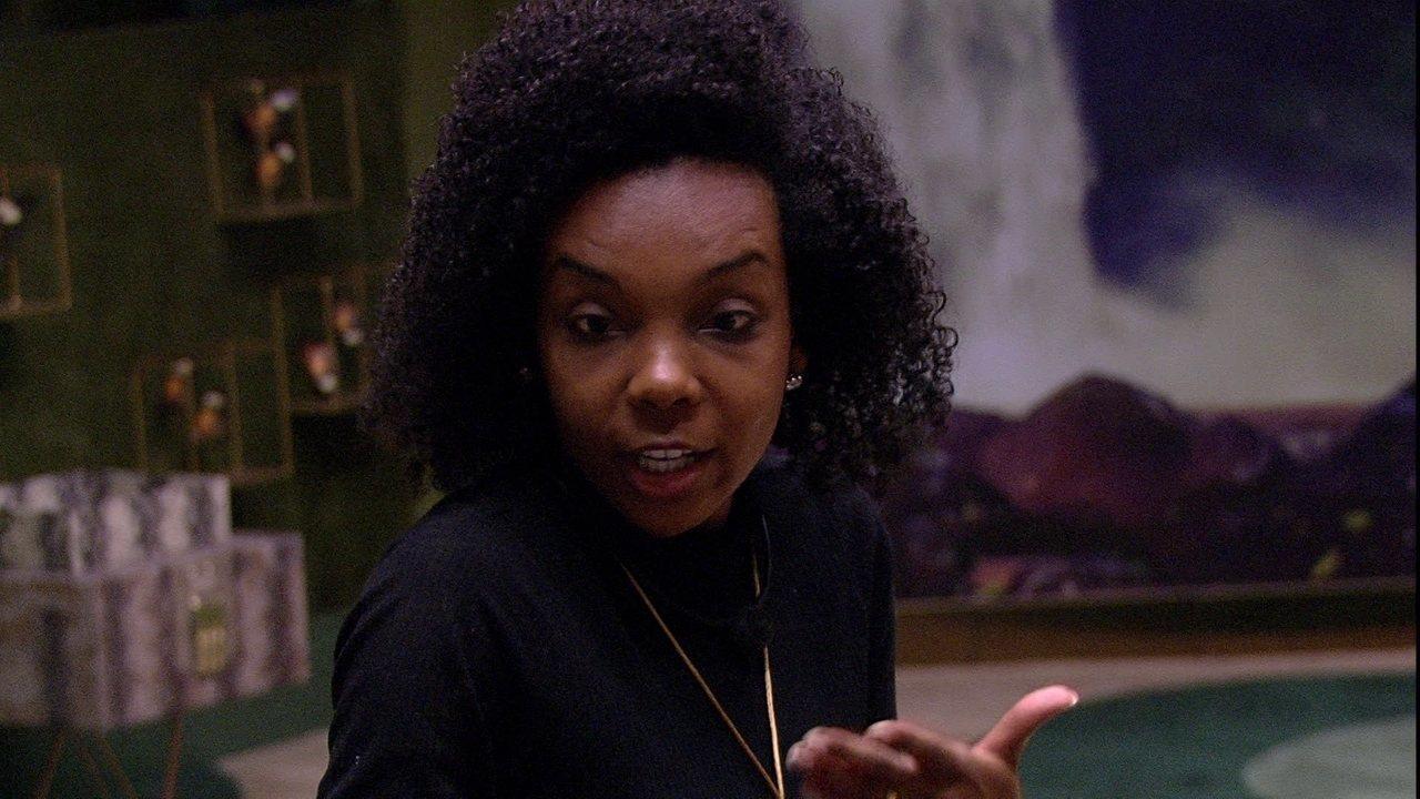 Thelma vai conversar com Mari, que diz: 'A maldade está na cabeça de quem vê'