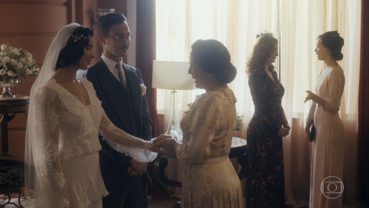 Julinho e Soraia trocam as alianças