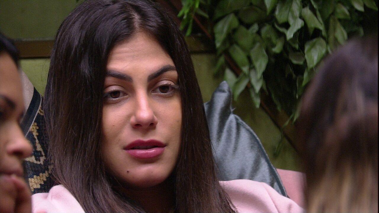 Mari conta resposta de Thelma em conversa: 'Sim, a Flayslane é minha opção'