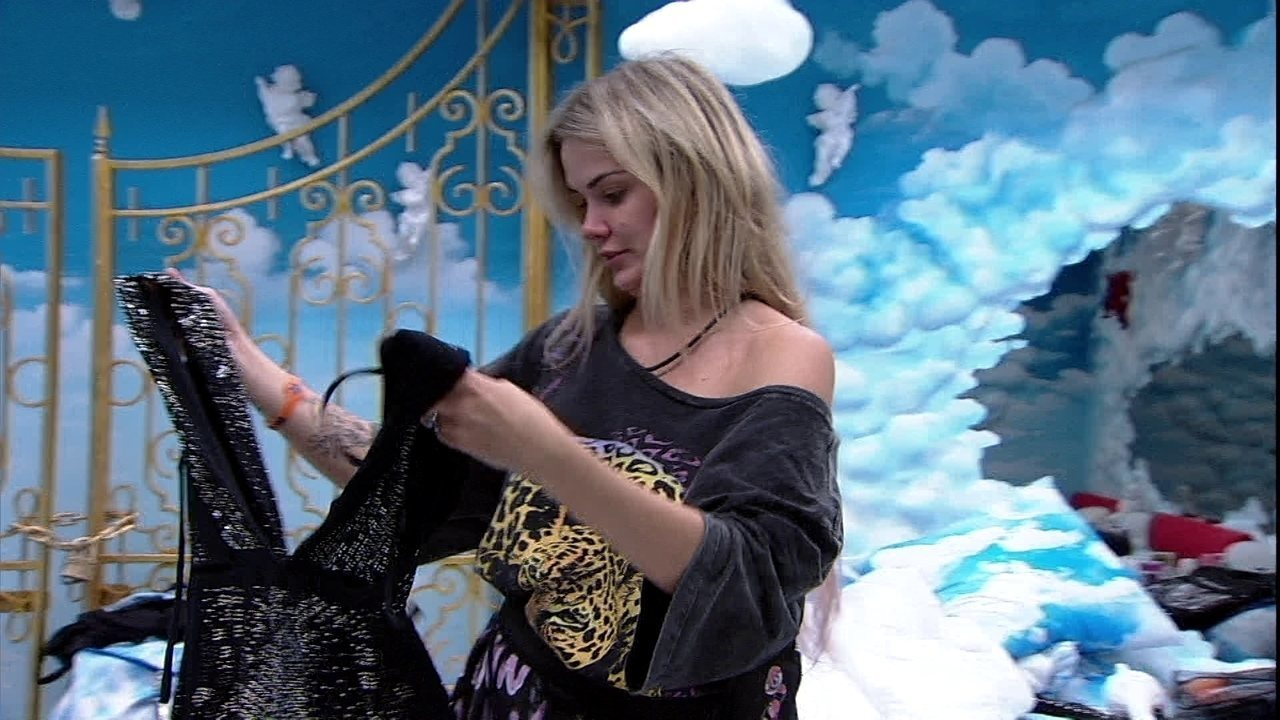 Marcela brinca sobre Felipe e Gizelly na festa: 'Hoje beija'