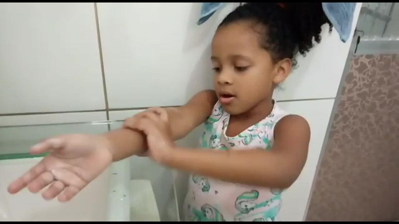 Crianças aprendem e ajudam no combate ao coronavírus