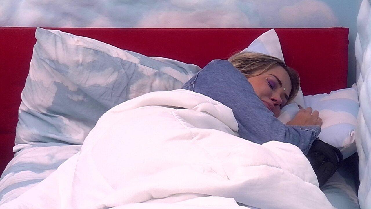 Marcela deixa a Festa da Líder e chora sozinha no Quarto Céu