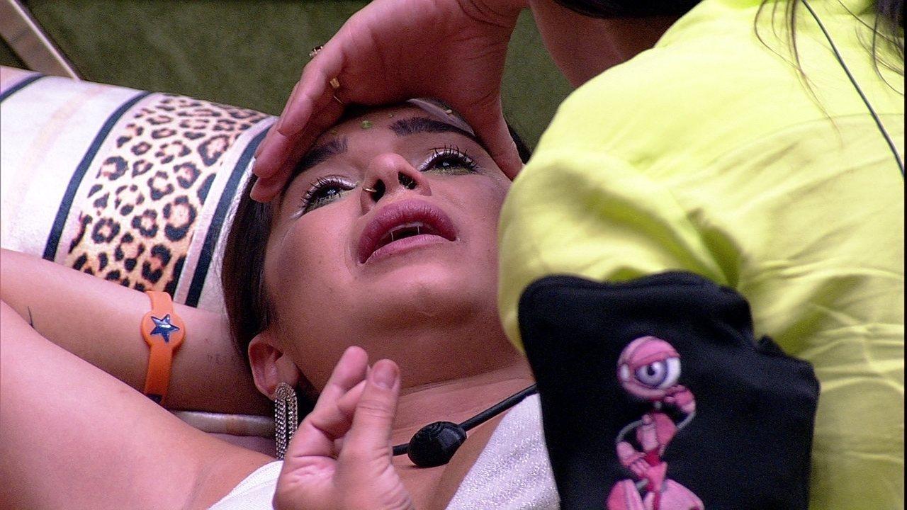 Gizelly chora após conversa com Felipe, e Ivy afirma: 'O problema é dele'