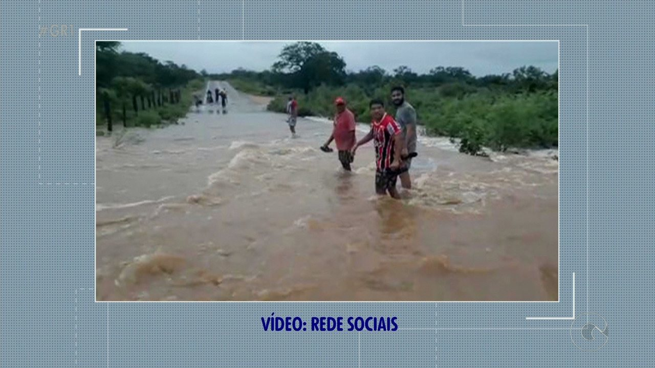 Cidades do Sertão de PE ficaram alagadas depois de um forte temporal