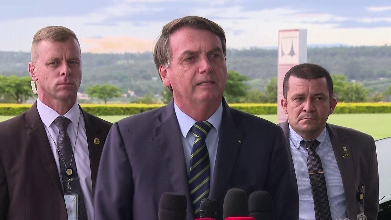 Brasileiro pula em esgoto e não acontece nada, diz Bolsonaro em ...