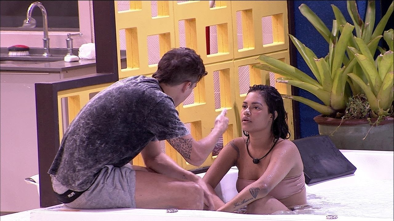 Felipe diz a sister: 'Se ela colocar o Babu no Paredão, meu voto é em você'
