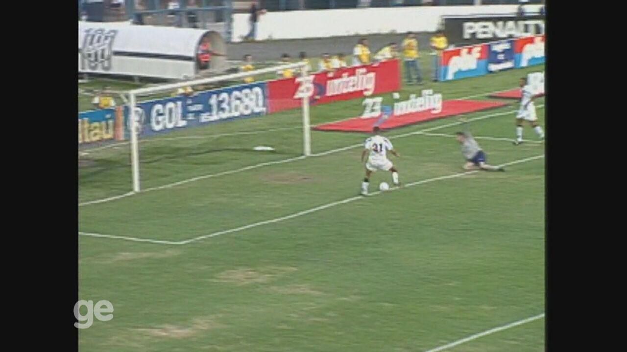 Washington faz três gols em goleada da Ponte Preta sobre o Palmeiras