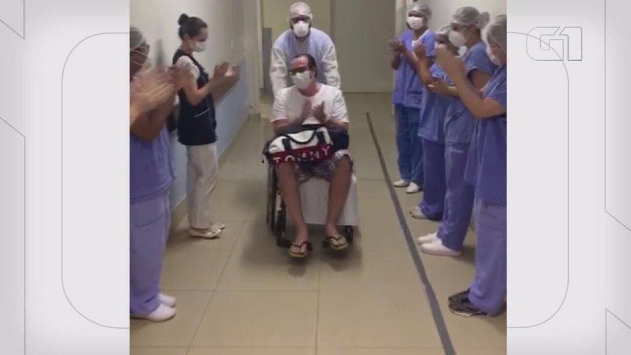 Homem é aplaudido ao receber alta após ser tratado de Covid-19 em Ribeirão Preto