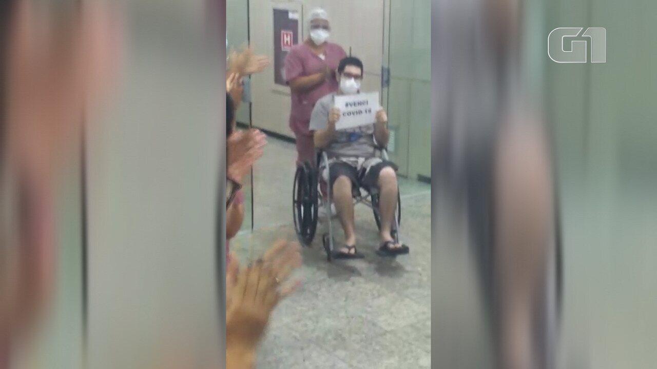 Paciente tem alta após 12 dias entubado por Covid-19 e homenageia funcionários do hospital