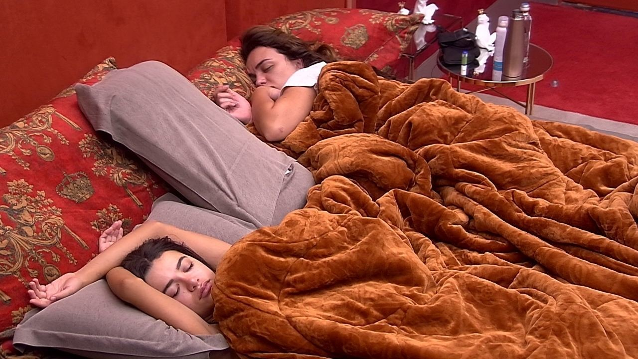 Após noite de festa, brothers descansam no BBB20
