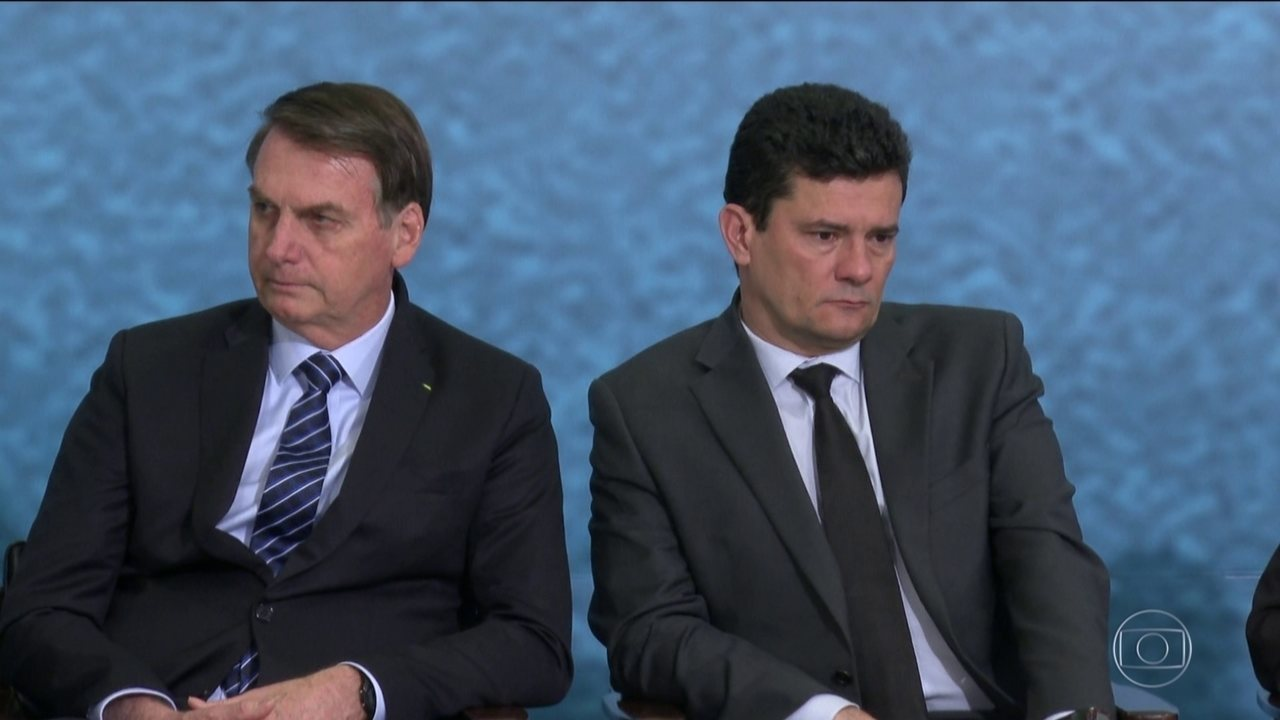 Bolsonaro volta a insistir sobre o afastamento do diretor-geral da PF com Moro