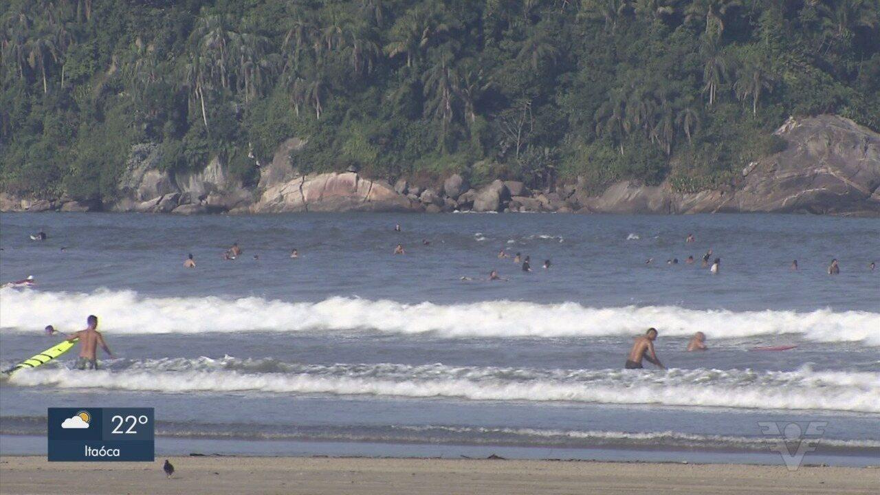 Taxa de isolamento social cai e população vai às praias