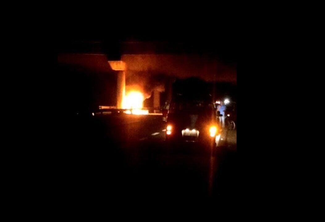 Motorista morre carbonizado após carro pegar fogo em Tietê