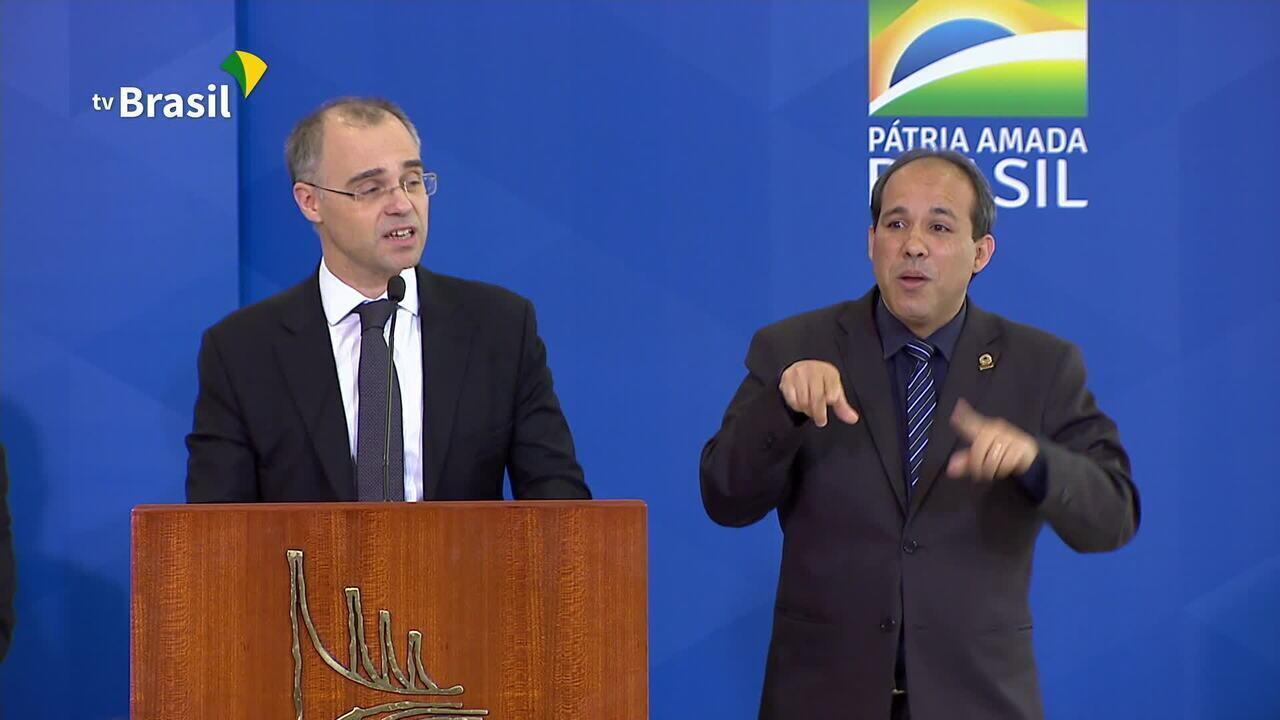 André Mendonça assume o Ministério da Justiça e diz que será 'fiel missionário'