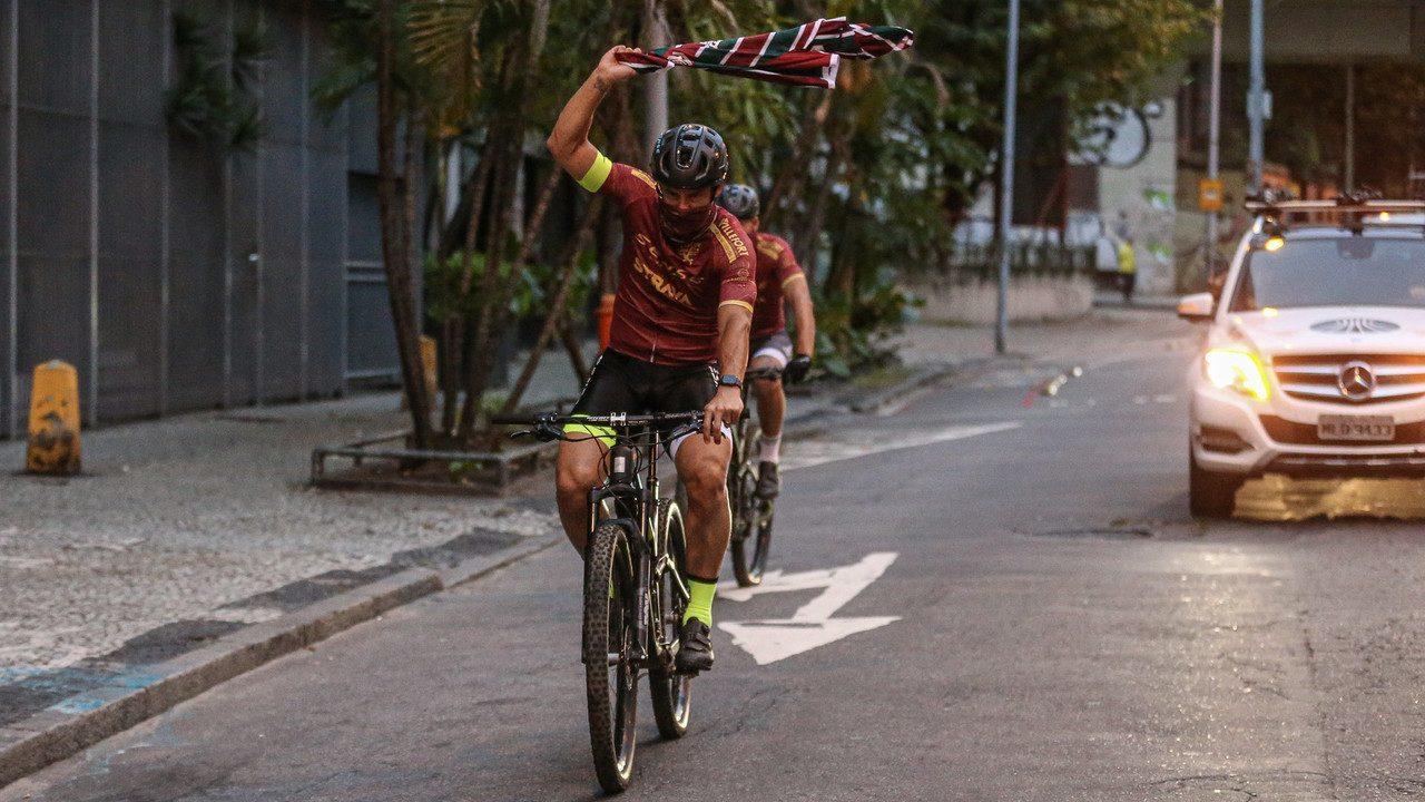 Fred chega ao Rio de Janeiro e termina tour nas Laranjeiras