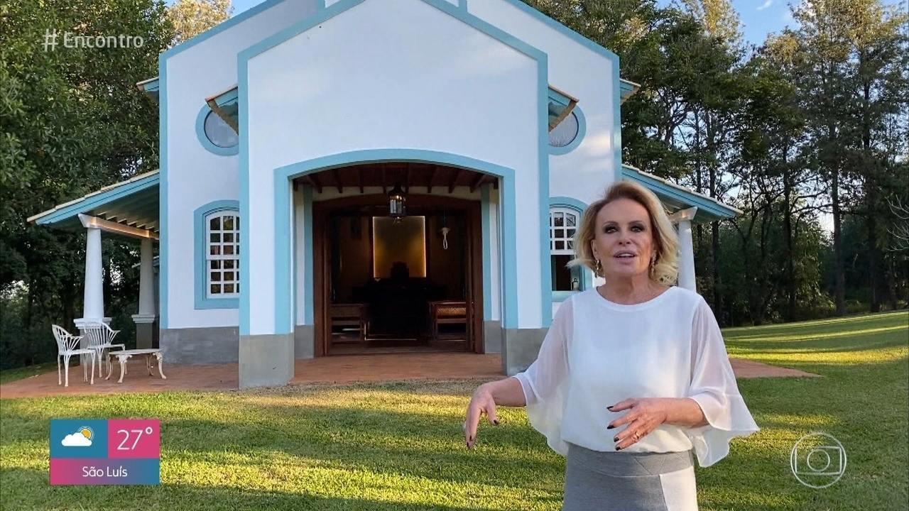 Ana Maria mostra capela que contruiu em sua fazenda