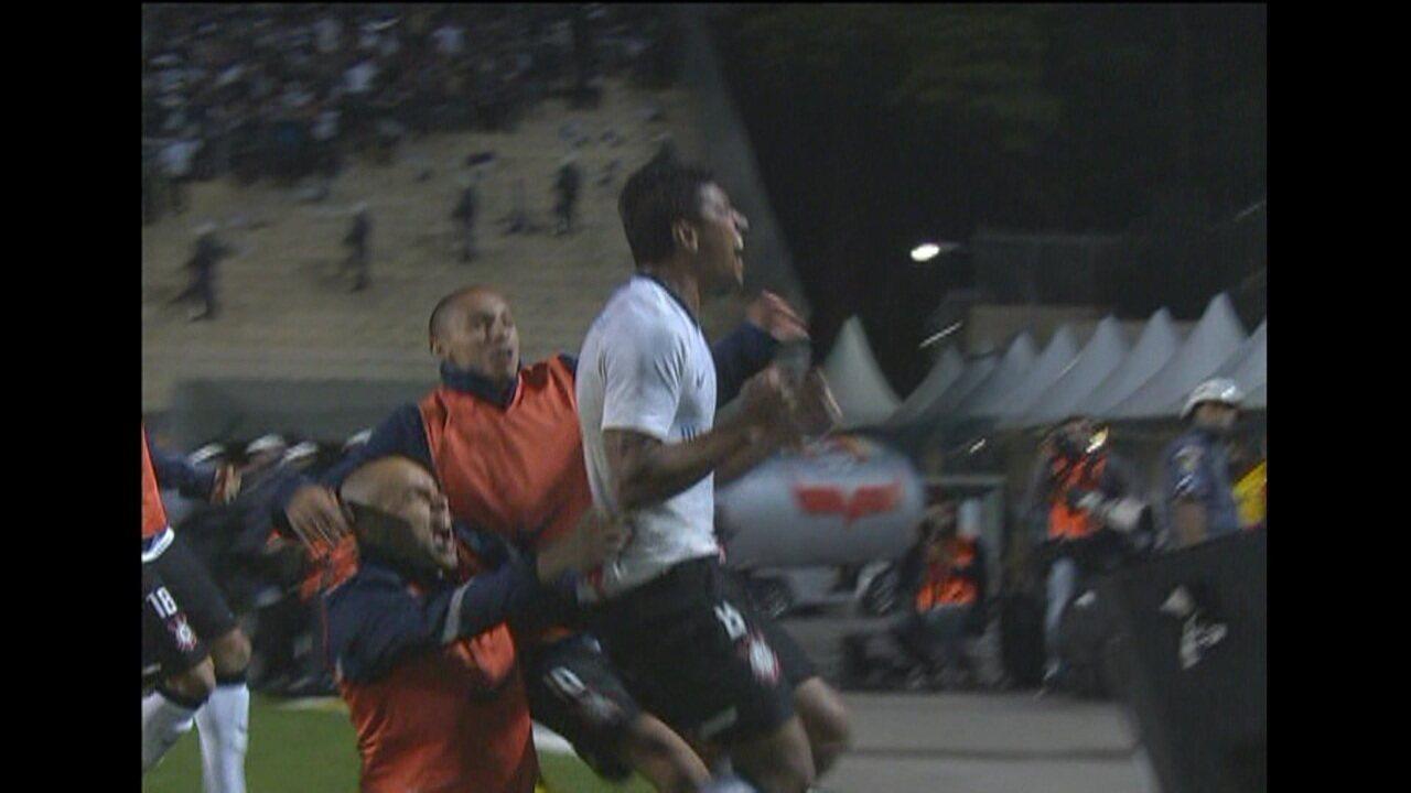 O gol de Corinthians 1 x 0 Vasco pela Libertadores de 2012