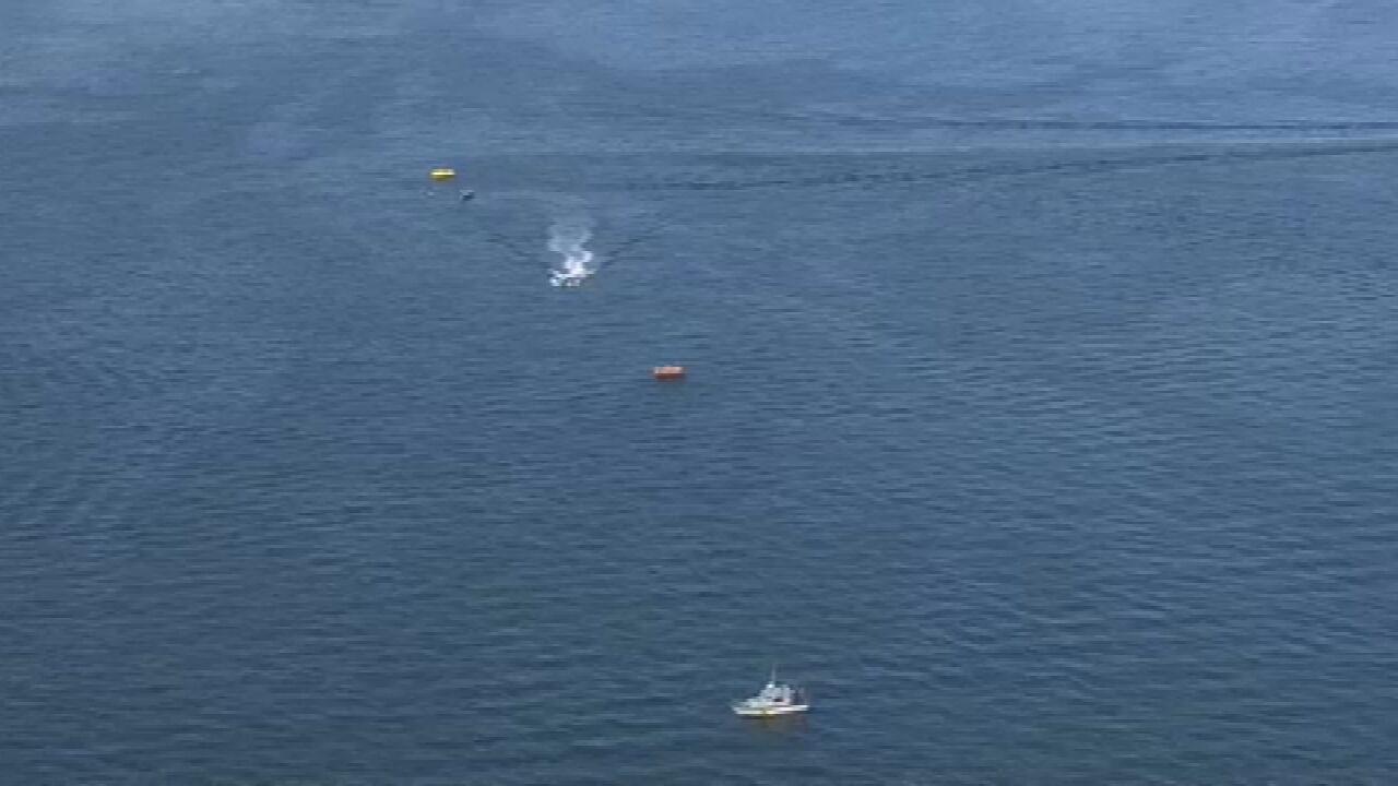 Testemunha diz que ouviu barulho antes de helicóptero cair na Baía de Guanabara