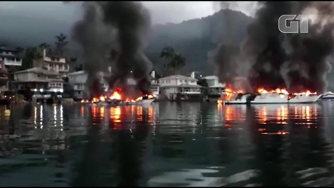 Embarcações pegam fogo em condomínio de Angra dos Reis