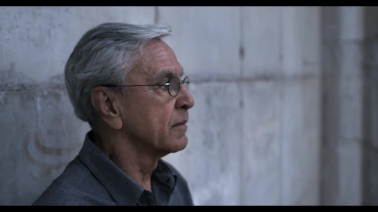Trailer do documentário 'Narciso em férias