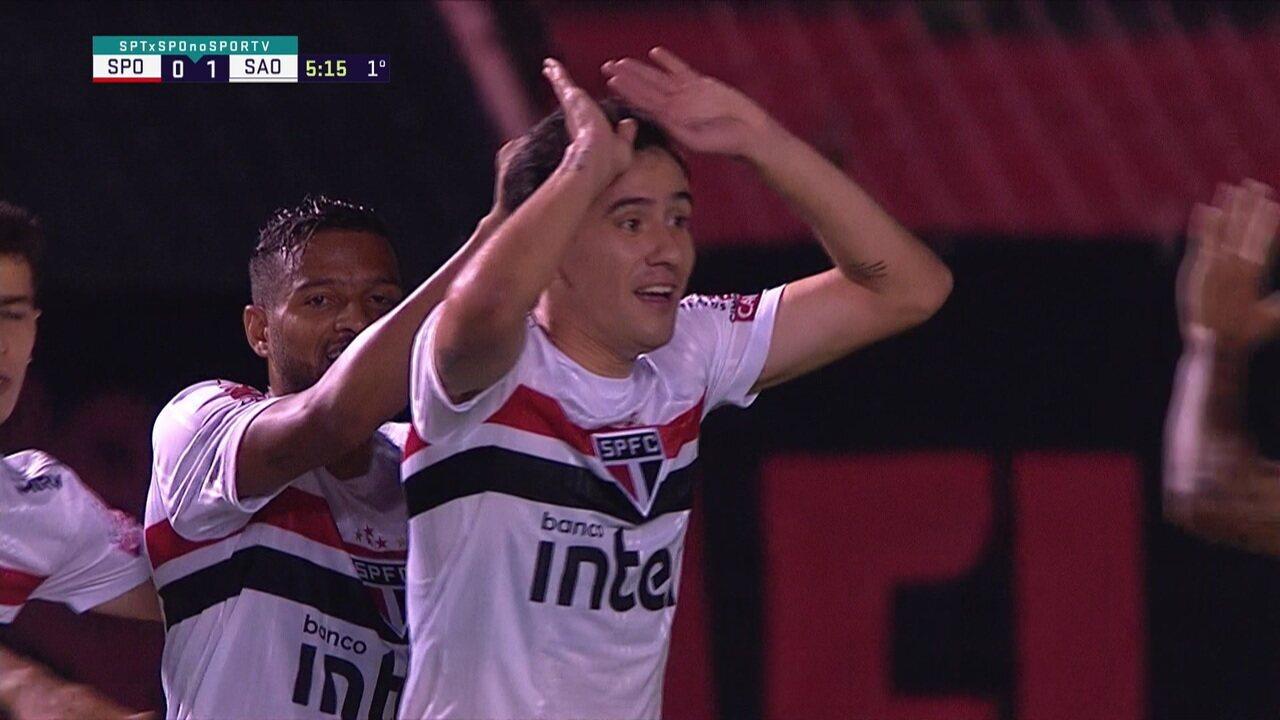 Gol do São Paulo! Pablo recebe na entrada da área e abre o placar, aos 05' do 1° tempo