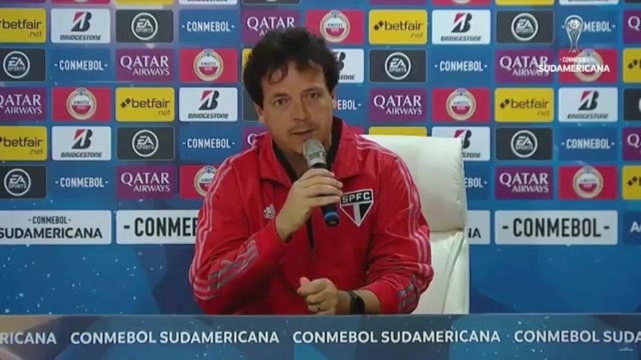 Fernando Diniz fala em entrevista coletiva após derrota do São Paulo para o Lanús
