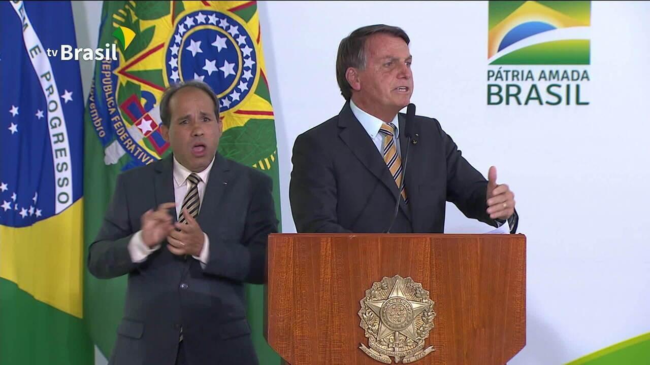 Bolsonaro: 'Tem que deixar de ser um país de maricas'