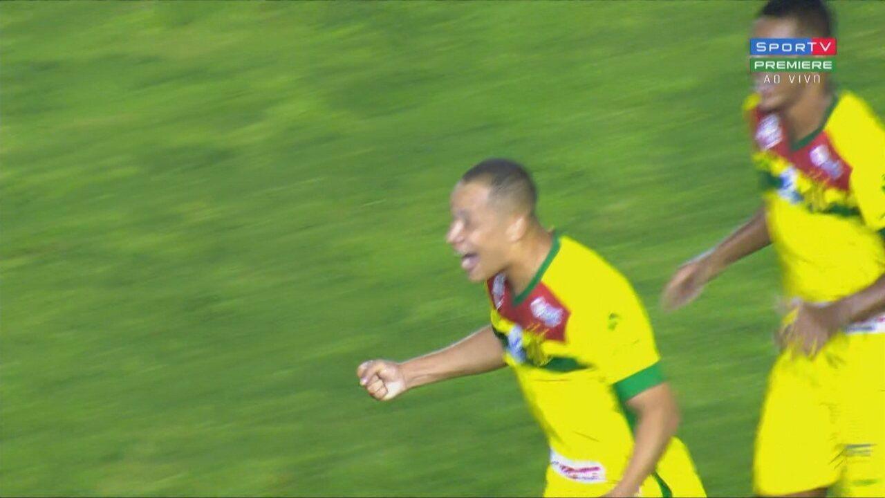 Gol do Sampaio! Carné dá rebote e Caio Dantas empurra pra dentro do gol, aos 19 do 1'T