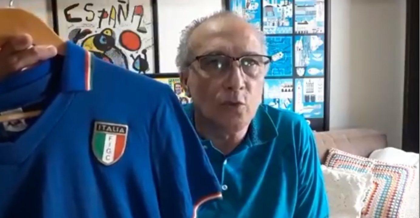 Zagueiro Juninho mostra camisa guardada de Paolo Rossi e relembra qualidade do ex-jogador
