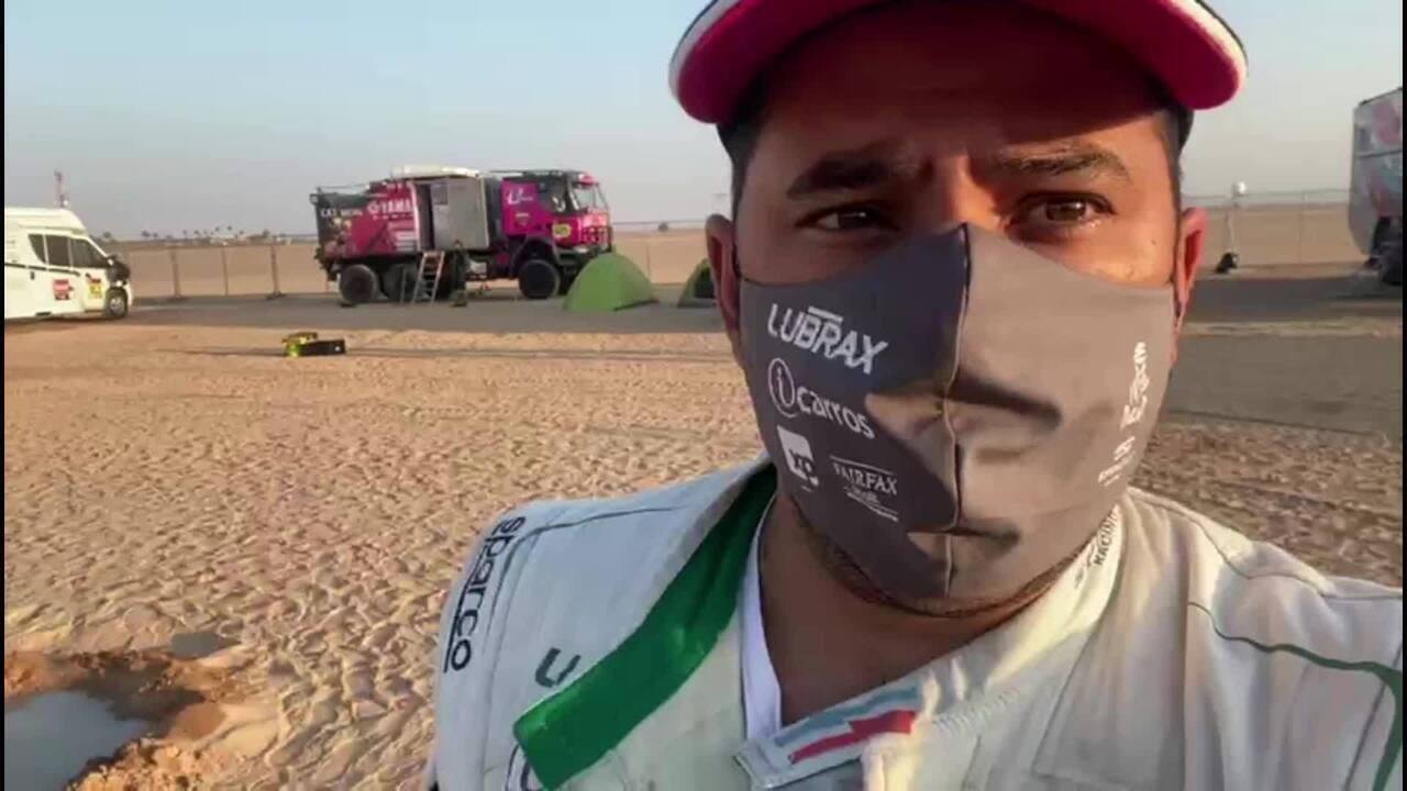 VOANDO BAIXO: Youssef Haddad mostra os bastidores de um carro do Rally Dakar