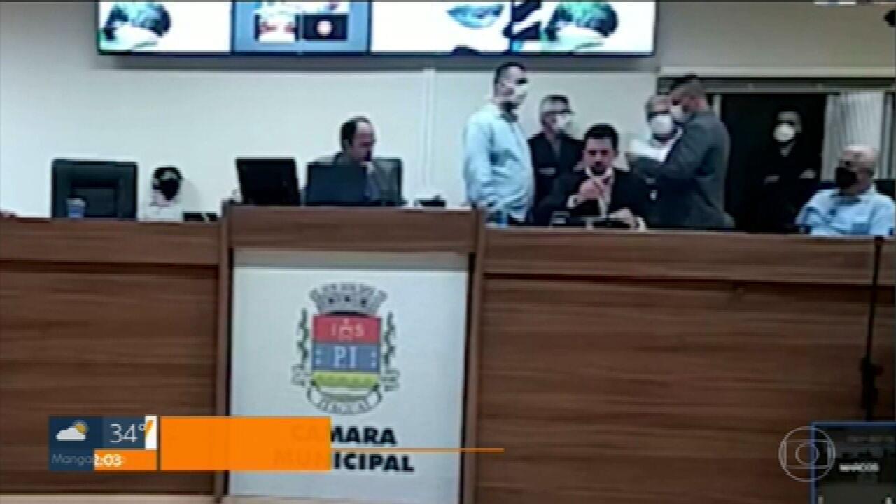 Vereadores de Itaguaí levam 19 segundos para aprovar a criação de 52 cargos comissionados