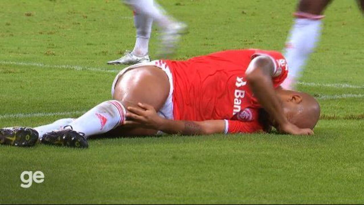 Veja lance que Moledo se choca com Lomba e sente dores no joelho, em Ceará 0x2 Inter