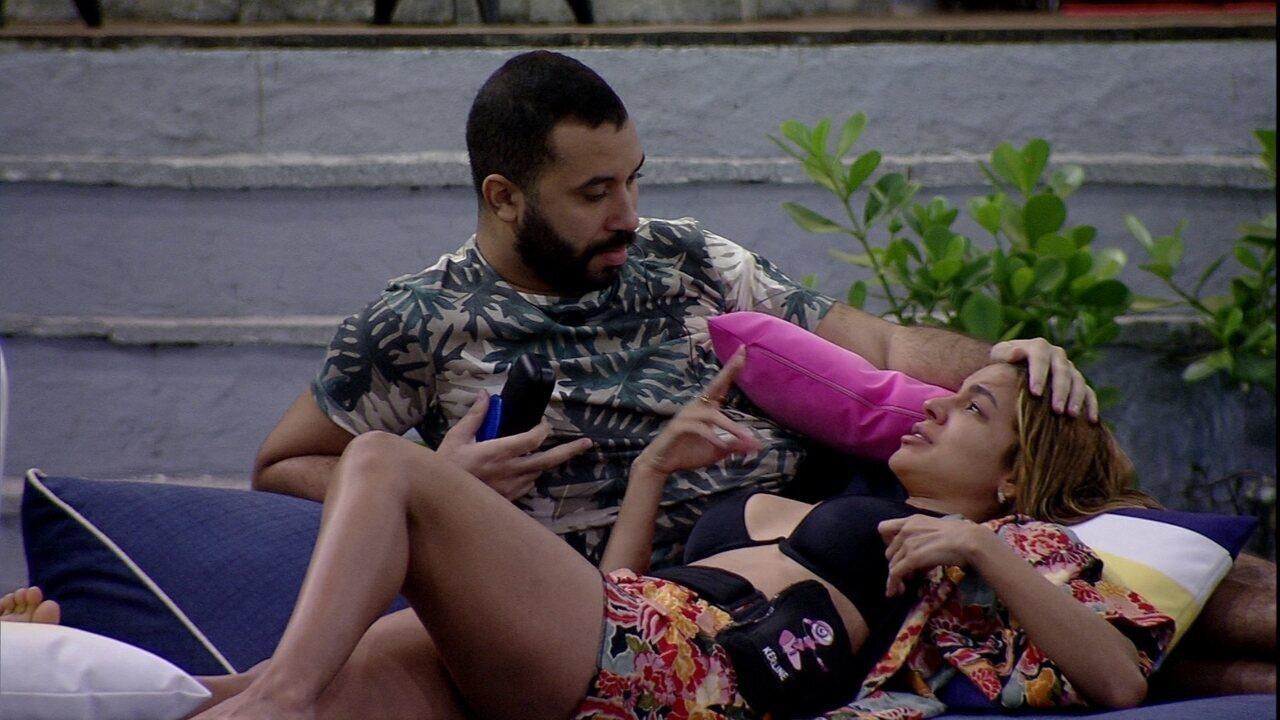 Gilberto consola Kerline sobre voto: 'A gente se junta e coloca um deles'