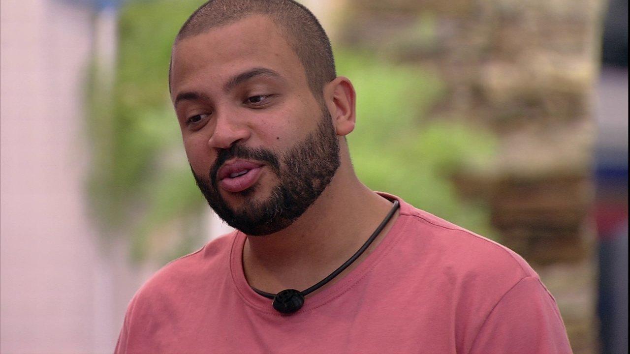 Projota opina sobre Gilberto no BBB21: 'Parece traiçoeiro'