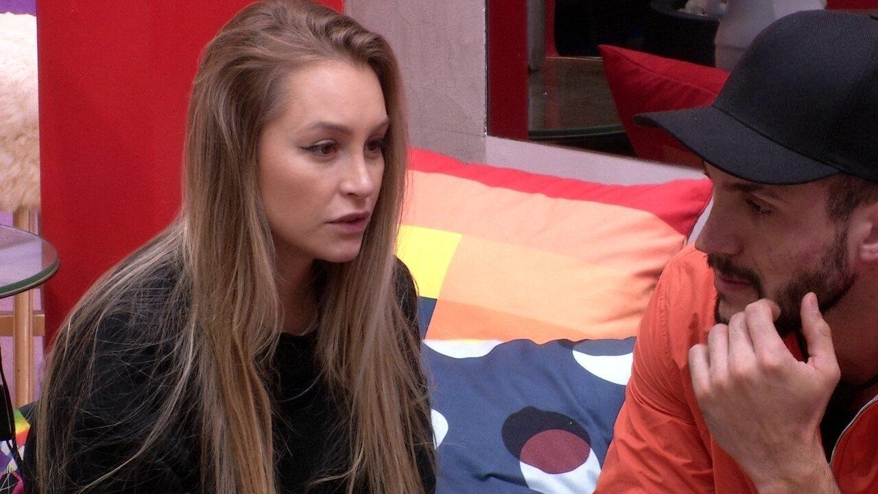 Líder do BBB21, Arthur revela seu voto para Carla Diaz: 'Vou ter que ir no Gil'